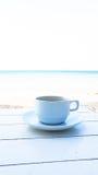 Kaffee auf dem Holztisch Lizenzfreies Stockfoto