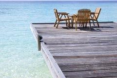 Kaffee auf dem Strand in Maldives Lizenzfreie Stockfotos
