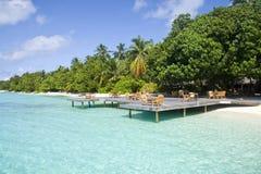 Kaffee auf dem Strand in Maldives Stockbild