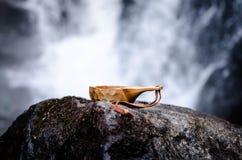 Kaffee auf den Felsen stockbild