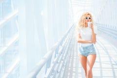 Kaffee auf der Brücke Lizenzfreies Stockfoto