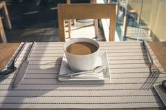 Kaffee auf der Tabelle Lizenzfreies Stockfoto