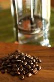 Kaffee auf einem hölzernen Hackklotz Stockfotografie