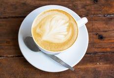 Kaffee auf einer Tabelle Stockfotos