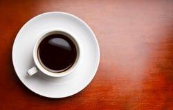 Kaffee auf hölzernem Hintergrund Stockbild