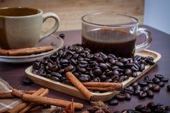 Kaffee auf hölzernem Hintergrund des Schmutzes Lizenzfreies Stockbild