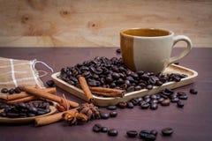 Kaffee auf hölzernem Hintergrund des Schmutzes Stockbild