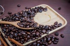 Kaffee auf hölzernem Hintergrund des Schmutzes Stockbilder