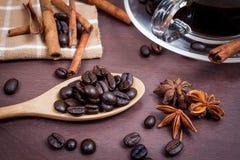 Kaffee auf hölzernem Hintergrund des Schmutzes Lizenzfreies Stockfoto