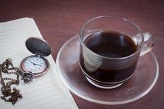 Kaffee auf hölzernem Hintergrund des Schmutzes Lizenzfreie Stockfotografie