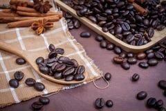 Kaffee auf hölzernem Hintergrund des Schmutzes Lizenzfreie Stockbilder