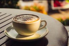 Kaffee auf Holz Lizenzfreie Stockfotografie
