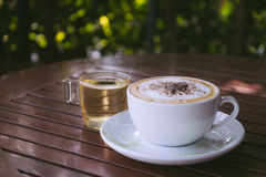 Kaffee auf Holz Stockfoto