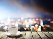 Kaffee auf Tabelle stockfoto