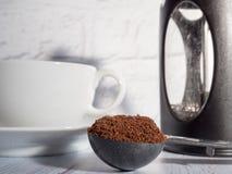Kaffee auf weißem Hintergrund lizenzfreie stockbilder