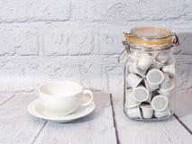 Kaffee auf weißem Hintergrund lizenzfreie stockfotos