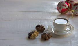 Kaffee auf Weihnachtsmorgen Stockfotos