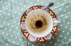 Kaffee aus Schale heraus stockfoto