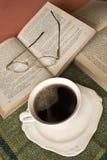Kaffee, Bücher, Gläser Lizenzfreies Stockfoto