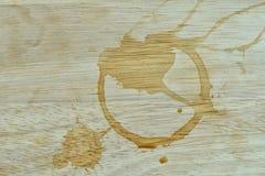 Kaffee befleckt auf dem Tisch Stockfotografie