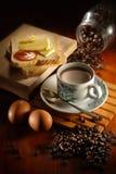 Kaffee-Brot und Ei Stockbild