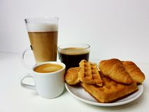 Kaffee coffetime sweettime Schalengetränk Latte-Plätzchenbäcker Lizenzfreie Stockfotografie