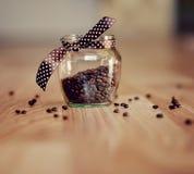 Kaffee in den Körnern Lizenzfreie Stockfotografie