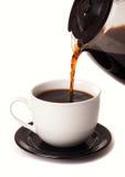 Kaffee, der in Cup ausläuft Lizenzfreies Stockbild