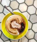 Kaffee in der Schale stockfotografie