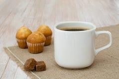 Kaffee des Morgens lizenzfreie stockbilder