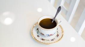 Kaffee in einer Schale auf einer Untertasse Lizenzfreie Stockfotos
