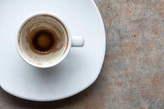 Kaffee erreicht oben einen Tiefstand Stockfotografie