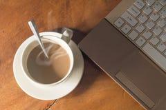 Kaffee für Arbeit. Lizenzfreie Stockfotos