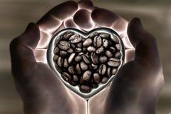 Kaffee in Form des Herzens in den Händen lizenzfreie stockfotografie