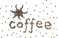 Kaffee geschrieben mit Bohnen Stockfotos