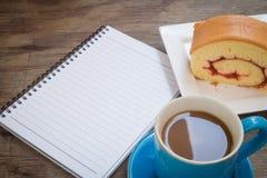 Kaffee gesetzt auf einen Bretterboden Lizenzfreie Stockbilder