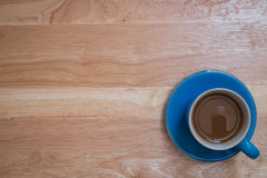 Kaffee gesetzt auf einen Bretterboden Stockfotos