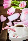 Kaffee, Herzen und Tulpen Lizenzfreie Stockbilder
