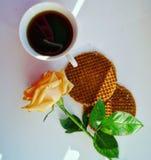 Kaffee im Bett Lizenzfreie Stockbilder
