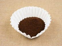 Kaffee im Filter Lizenzfreie Stockbilder