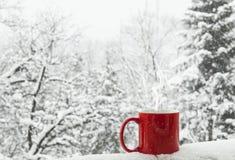 Kaffee im Schnee Stockfoto