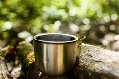 Kaffee im Wald Stockfotografie