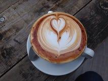 Kaffee Latte an der Kaffeestube lizenzfreies stockbild