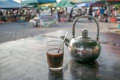 Kaffee am Markt lizenzfreie stockfotografie