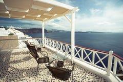 Kaffee mit einer Ansicht, Santorini, Griechenland Lizenzfreies Stockfoto
