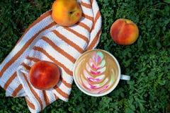 Kaffee mit Farbmuster Lizenzfreie Stockfotografie