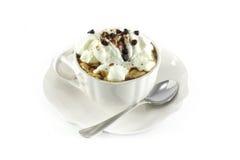 Kaffee mit gepeitschter Sahne und Schokolade Lizenzfreies Stockbild