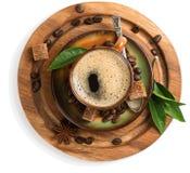 Kaffee mit grünem Blatt, Ansicht von oben Stockfoto