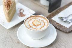 Kaffee mit Kuchen, Kaffeetasse - Weinleseeffekt-Artbilder lizenzfreies stockbild