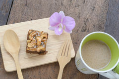 Kaffee mit Kuchen, Kaffeetasse - Weinleseeffekt-Artbilder stockbilder